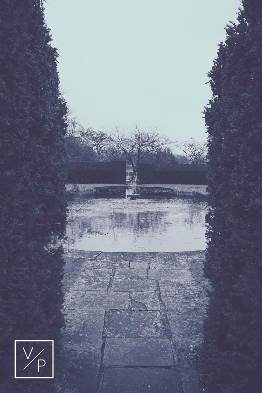 Horwood House wedding at Easter - water feature in the grounds.
