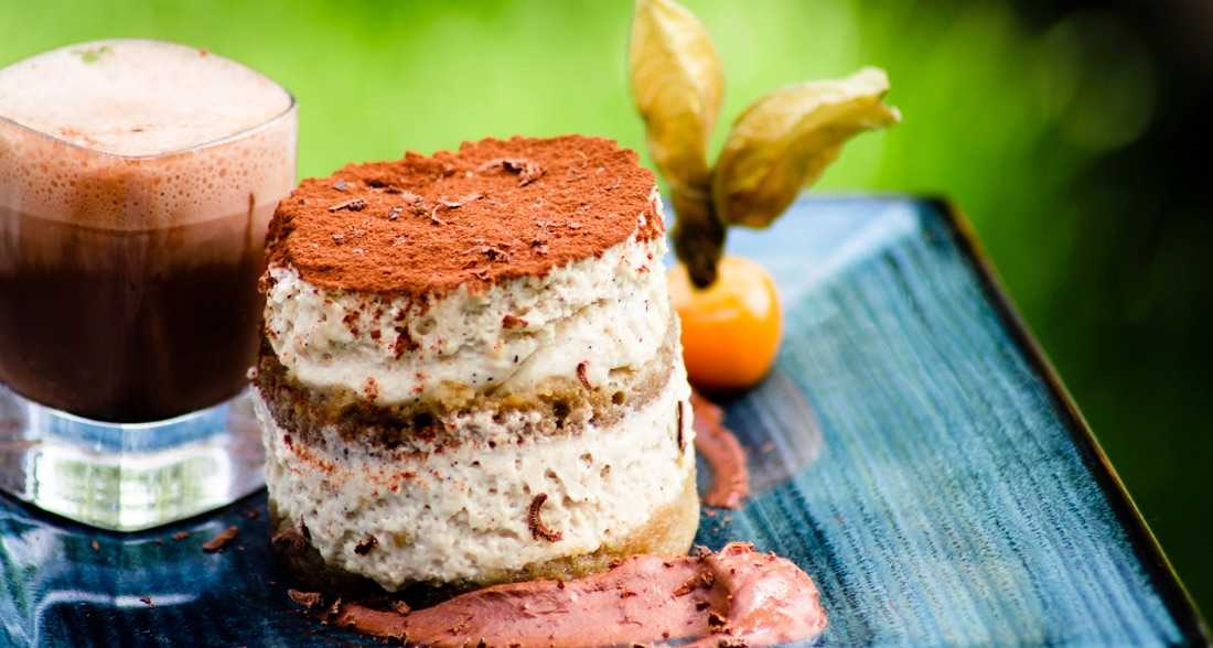 Luxury dessert for weddings - Tiramisu with coffee and amaretto sauce by Sanlo Events