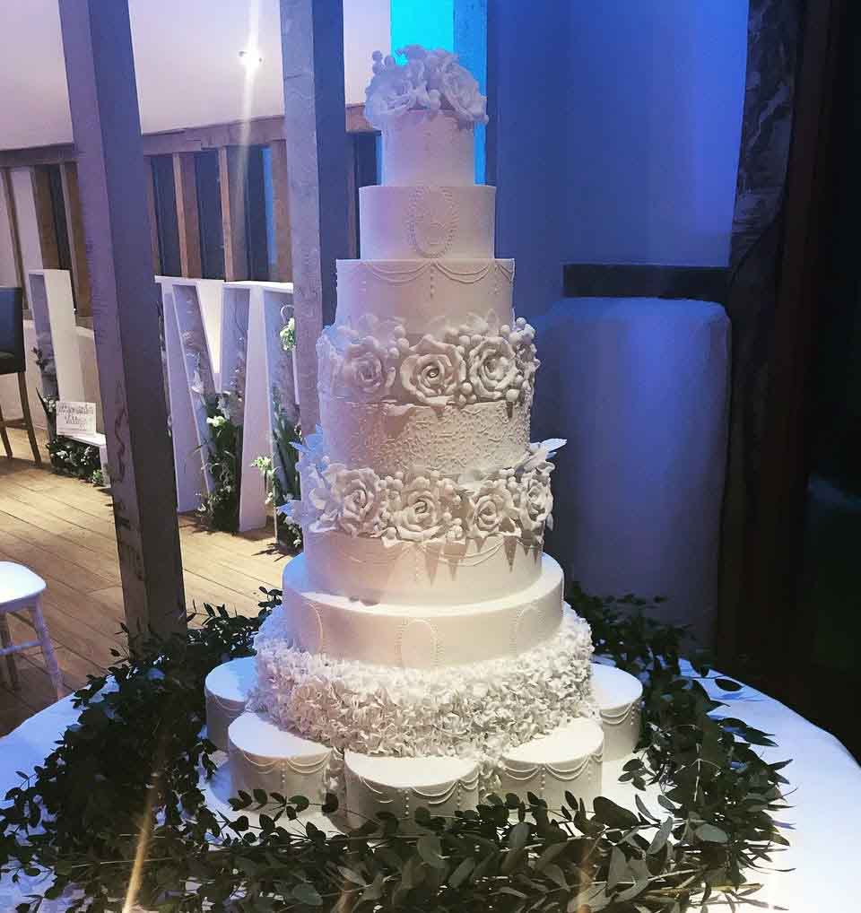 La Belle Cake Company wedding cake. Photo courtesy of Lee Rushby Photography